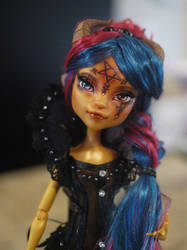 Monster High OOAK Repaint Faceup Gilda Goldstag