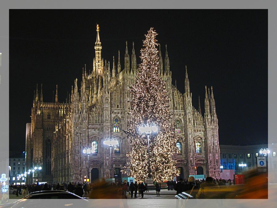 milan_cathedral_and_xmas_tree_by_sasa_va