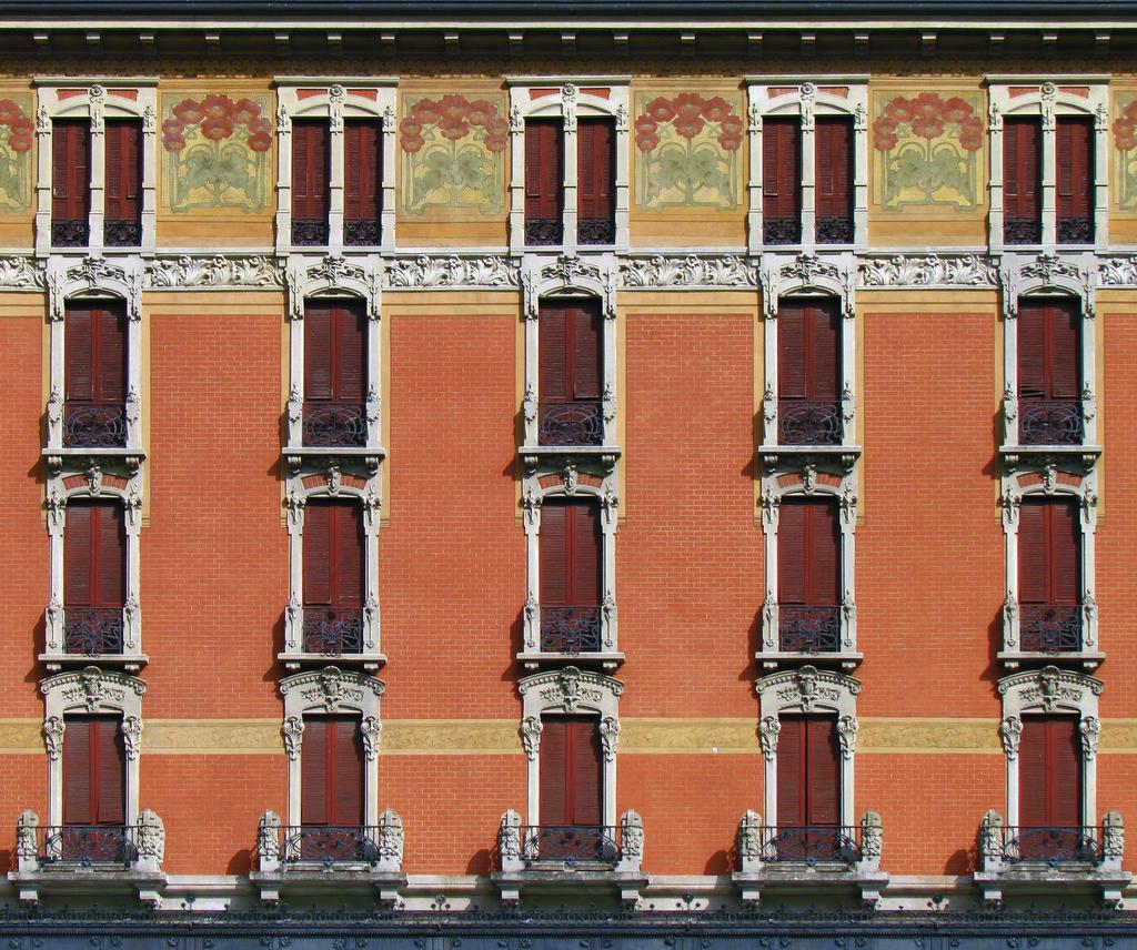 Symmetry by Sasa-Van-Goth