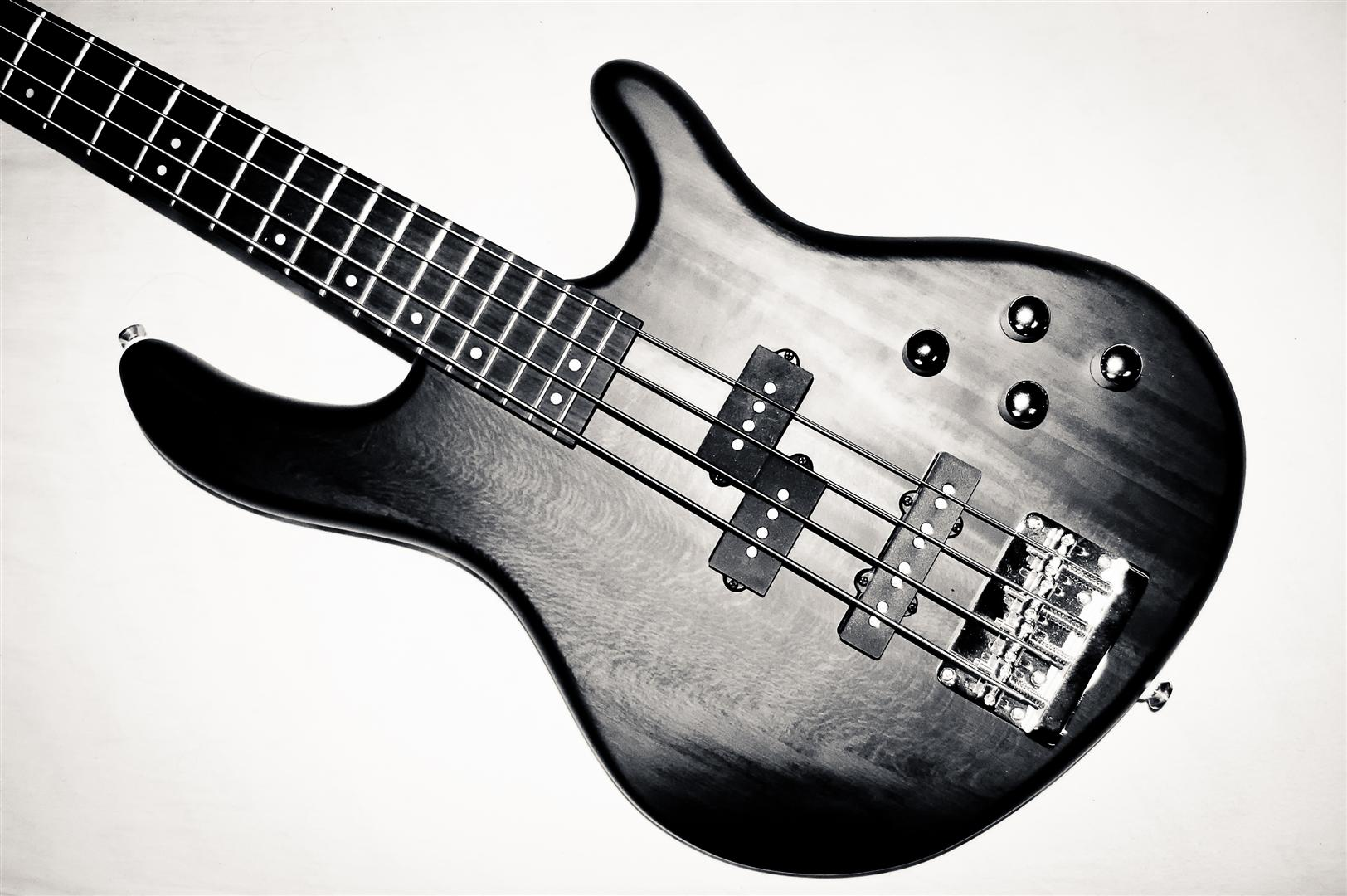 Bass Guitar by daenuprobst