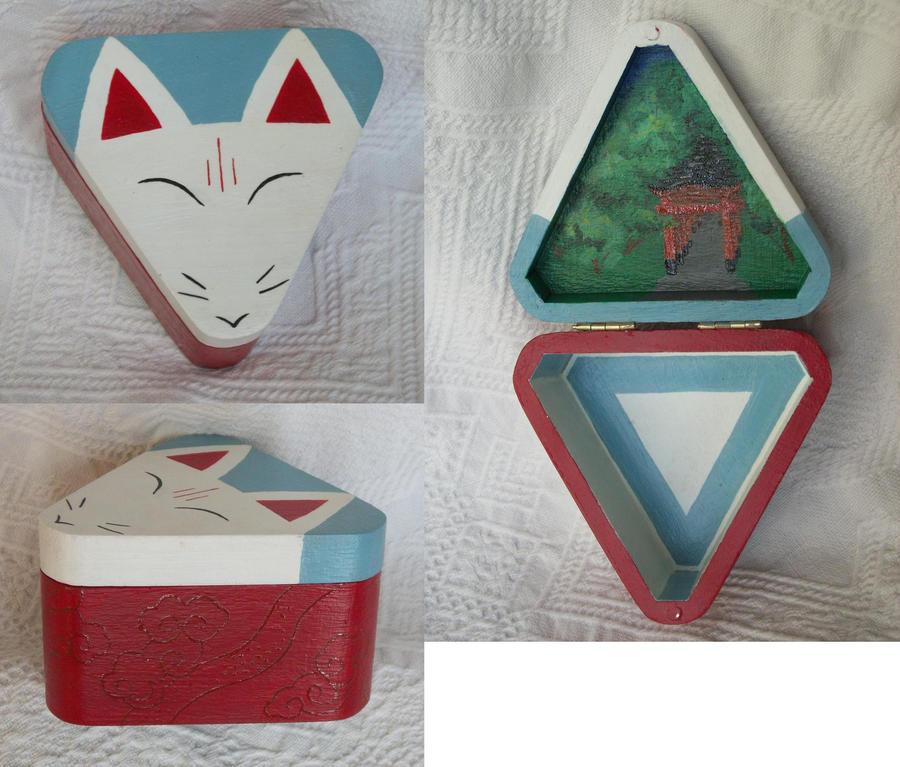 For Sale: Fushimi Inari Kitsune box by Elisto