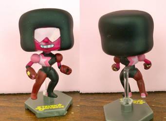 Garnet mini-figure repaint by Elisto