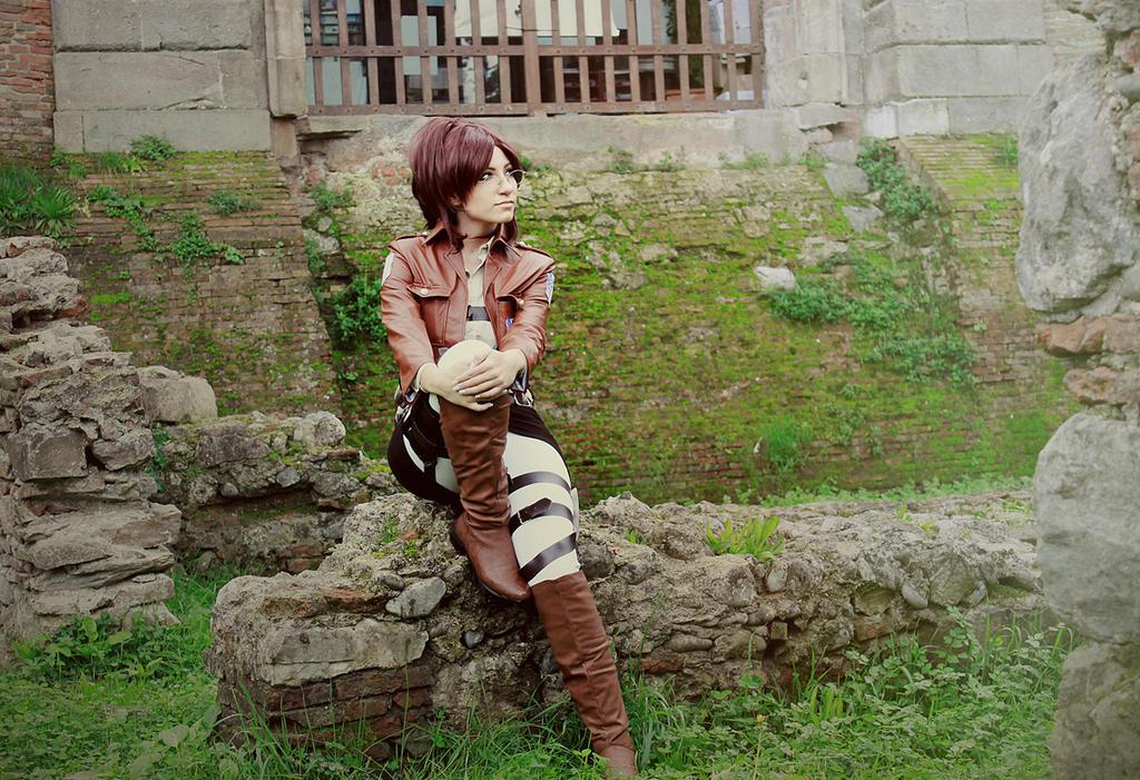 Hanji Zoe cosplay - Shingeki No Kyojin by Daisy-Cos