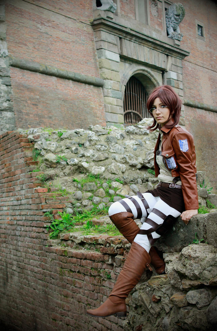 Hanji Zoe - Shingeki No Kyojin cosplay by Daisy-Cos