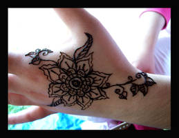 Sunflower and Vines Henna by bataleigh