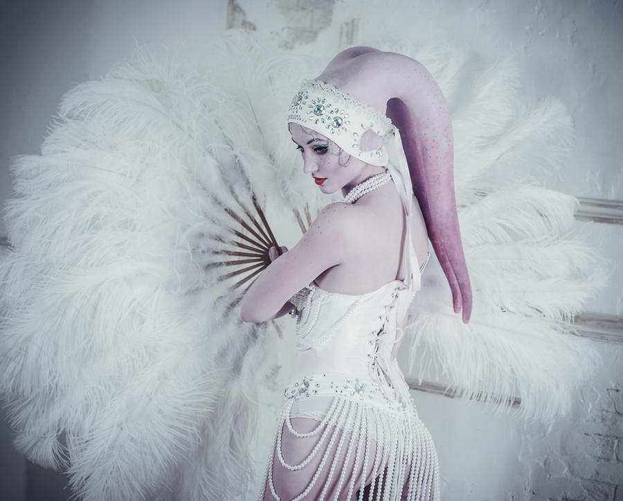 http://img09.deviantart.net/b201/i/2014/038/2/5/twi_lek_burlesque_by_vavalika-d75gwn8.jpg