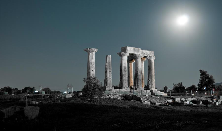 Ancient Greek Temple_full moon