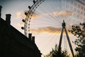 london eye from away by tnemgarf