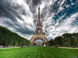 Eiffel tower by linkingeek