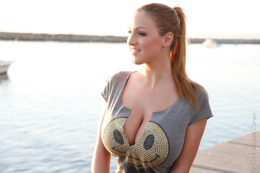 Jordan Carver1 by linkingeek