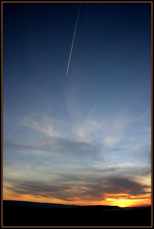 Meteor in the sky by NEOkeitaro