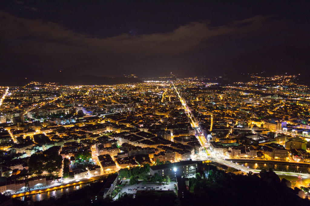 Grenoble By Night by silk38