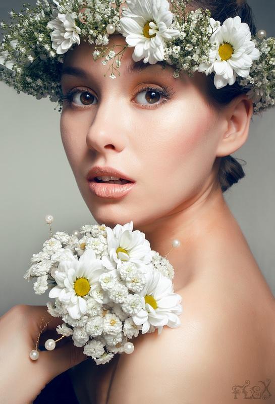 фото девушка и цветок