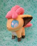 Pokemon: Shiny Vulpix Petit