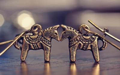 Earrings-horses-jewelry-bokeh-hd-wallpaper