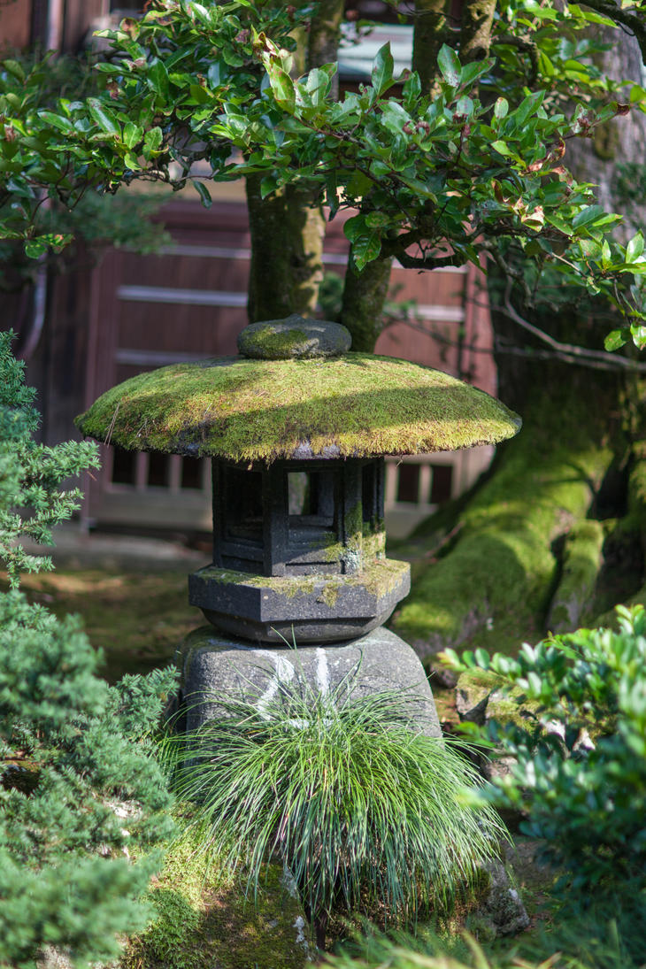 Moss Lantern by Quit007
