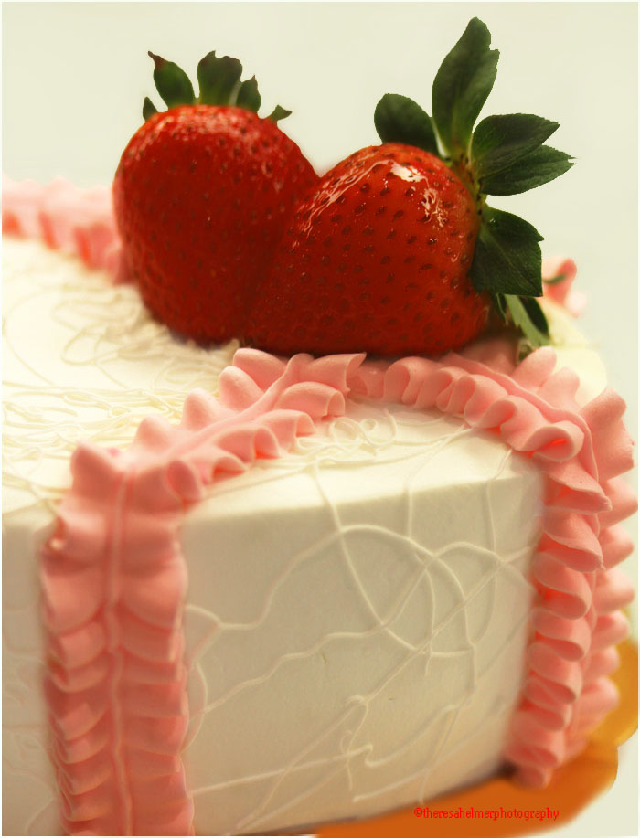 Strawberry Cake by theresahelmer