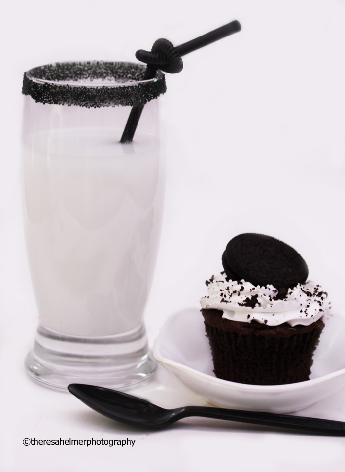 Oreo Cupcake n Milk by theresahelmer