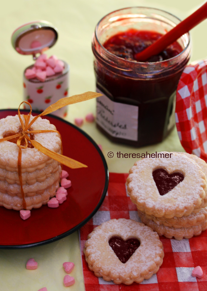 Linzer Heart Cookies by theresahelmer