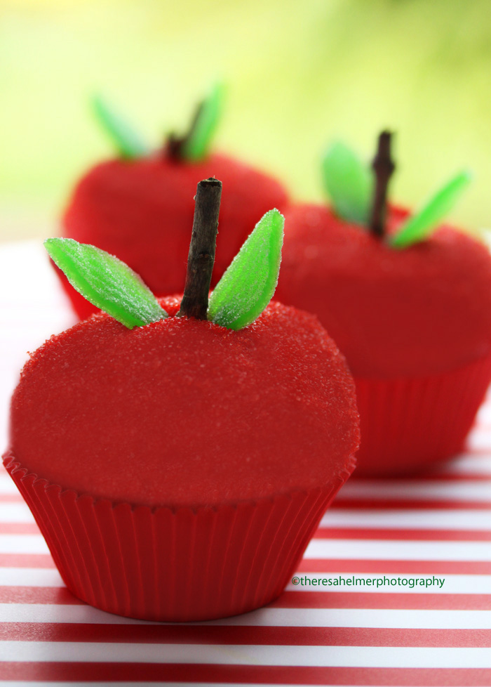 Red Delicious Apple Cupcakes by theresahelmer