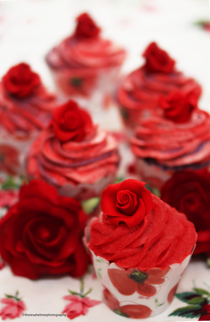 Red Rose Cupcakes by theresahelmer