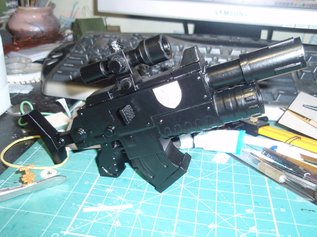 Warhammer 40k Bolter Bolter Mk Vb paper model by BHAAD
