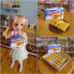 Twinkies miniature with Zuru mini brands box