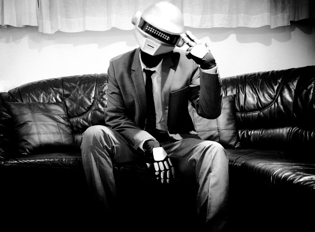 My Daft Punk Helmet (Thomas Bangalter) + Gloves by Yashinu ...