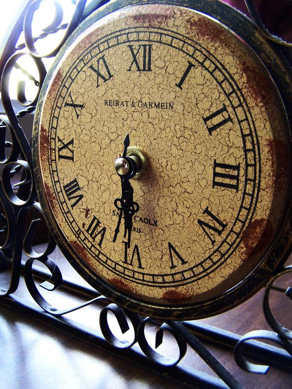 اليك خلفيات لتصميمك ،فأبدع لنا Clock_01_by_Tenebros