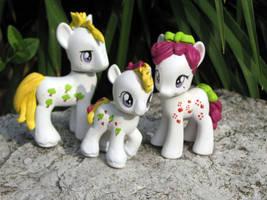g1-g4 Apple Delight Family by EllisArts