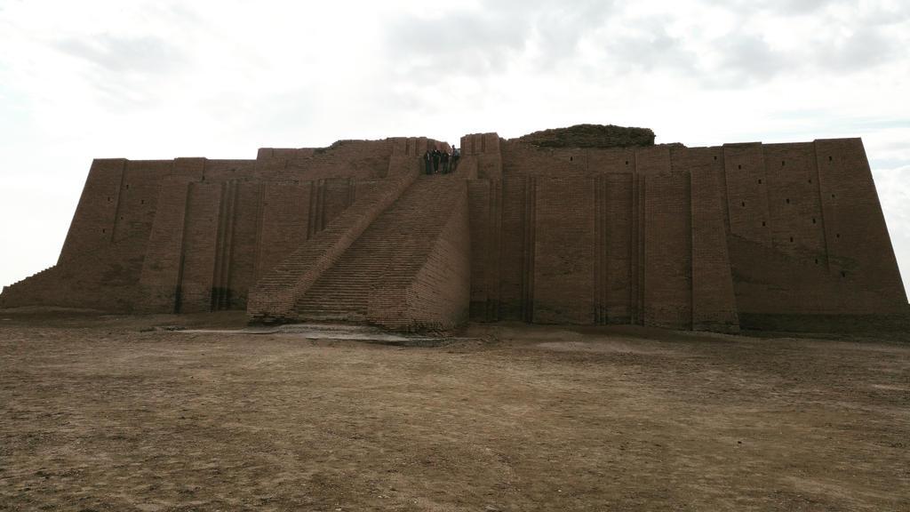 Ziggurat of Ur by markdaym