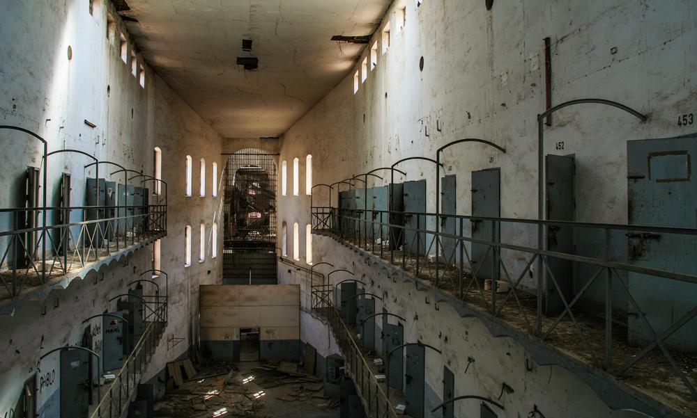 https://orig00.deviantart.net/ddbf/f/2018/168/7/2/prison_by_fotoezo-dcepiwy.jpg