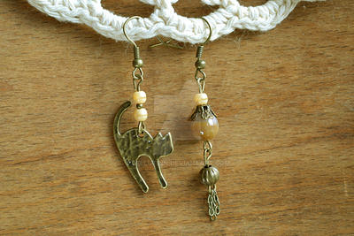 Earrings Cat play by Cellutinn
