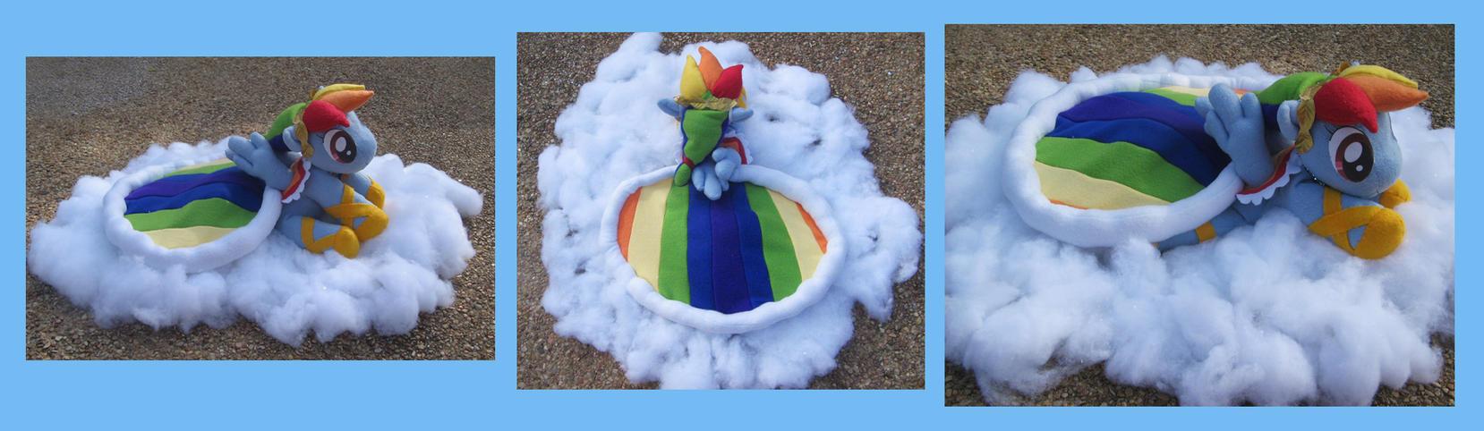 Singing Rainbow Dash plush by Gitzyrulz