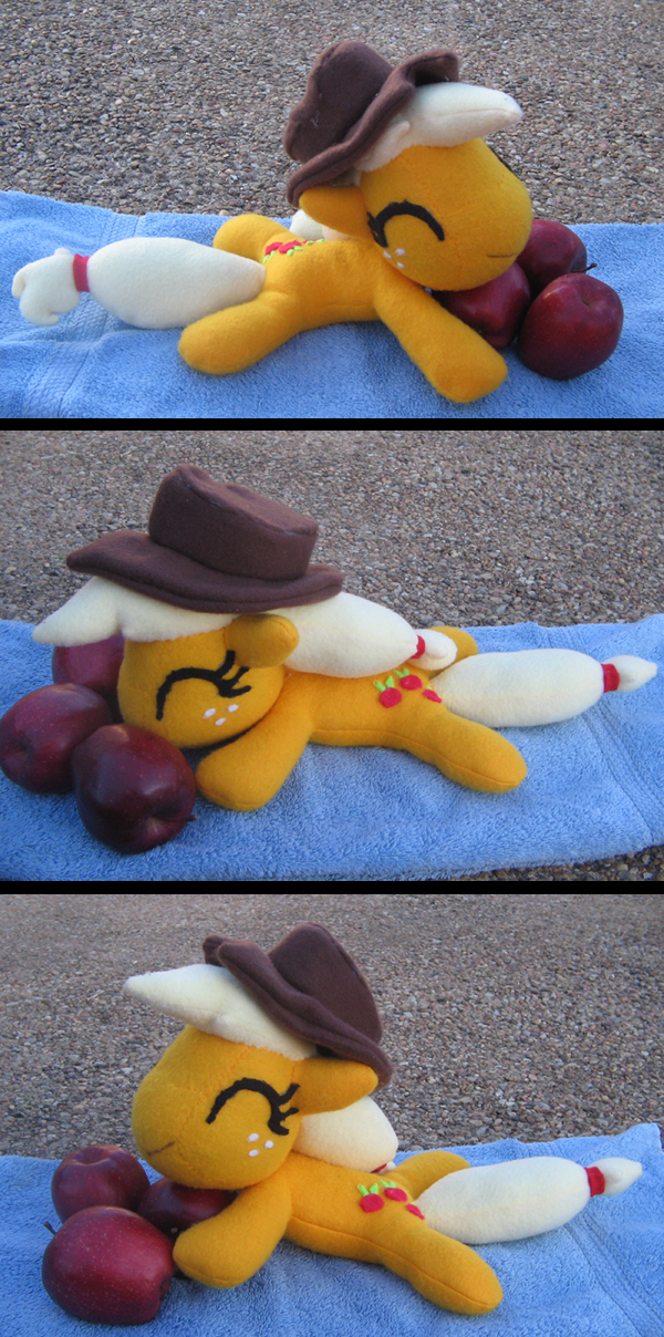 Talking Applejack plush by Gitzyrulz