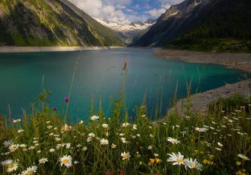 Shlegeis Lake by yonashek