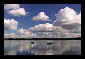 Under the cloudy sky... by yonashek
