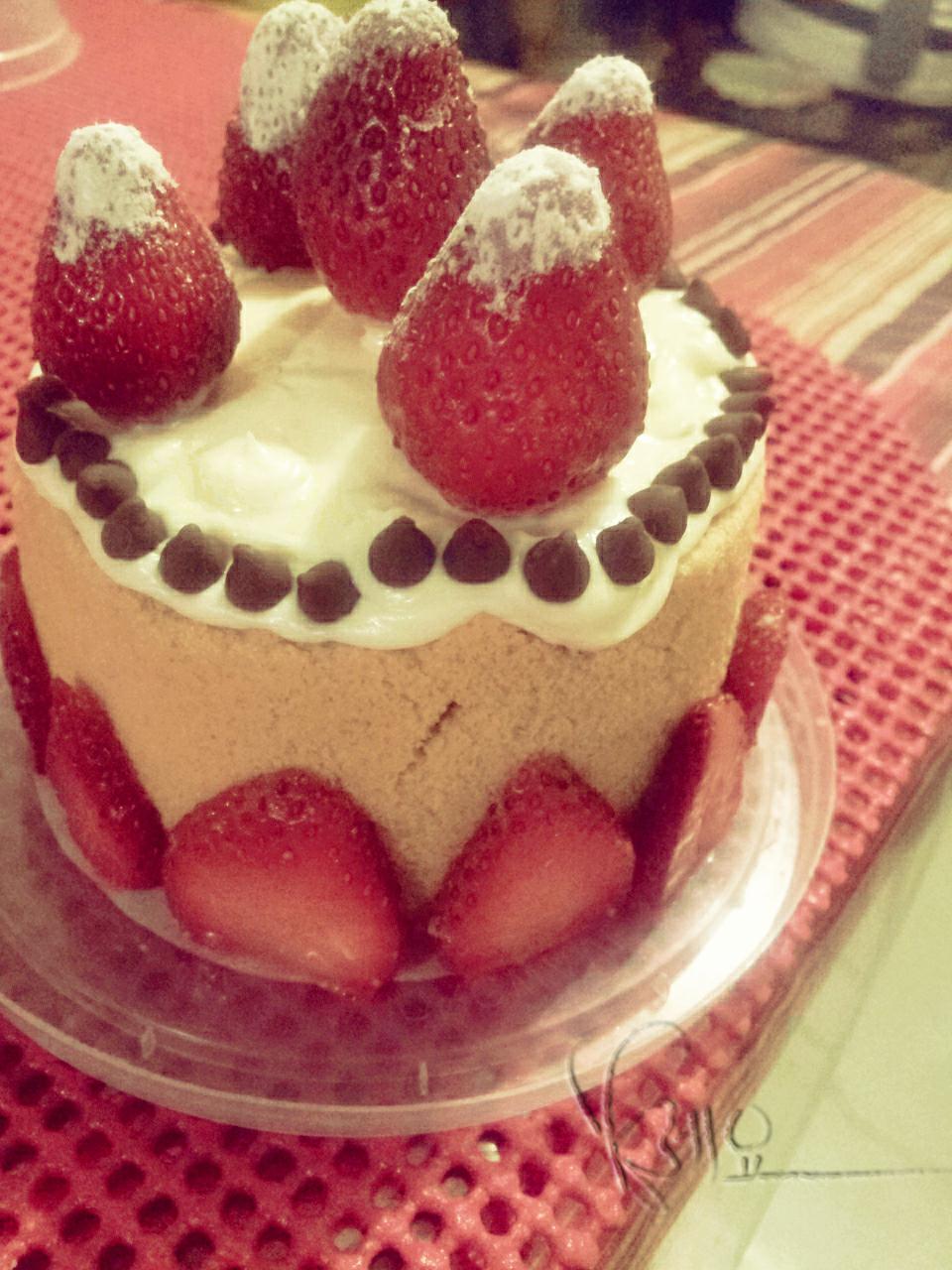 strawberry cake by keofome