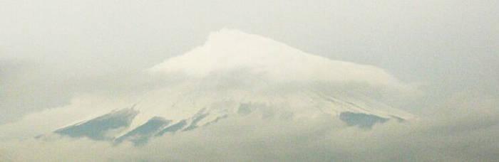 Fujisan in clouds by samoorai