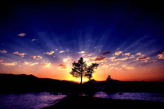 The Sun's Final Embrace by TchaikovskyCF