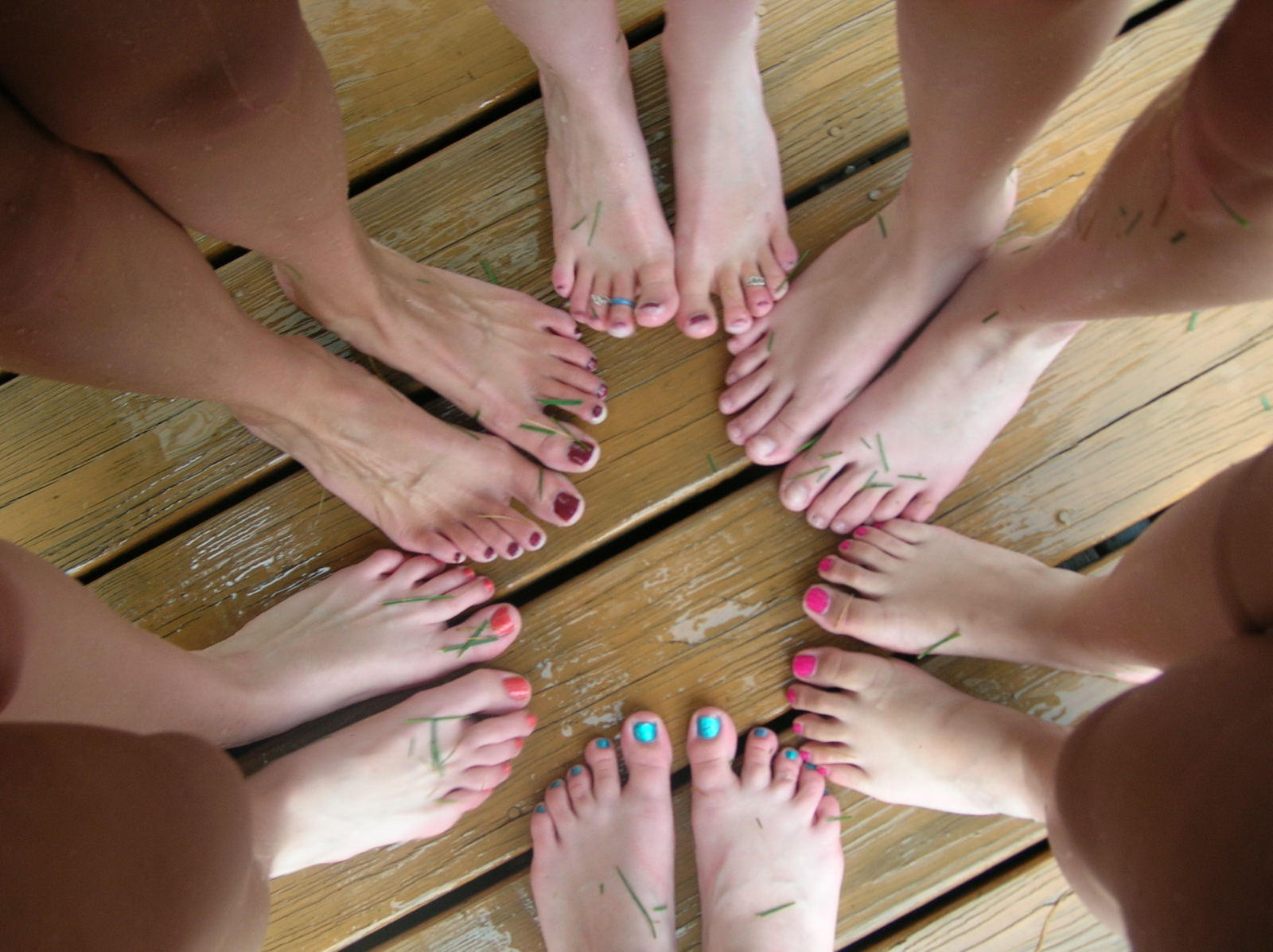 Bare foot orgy — photo 1