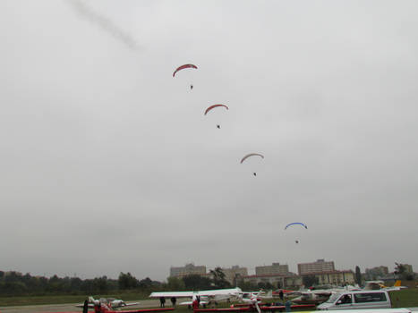 Formation of powered paragliders
