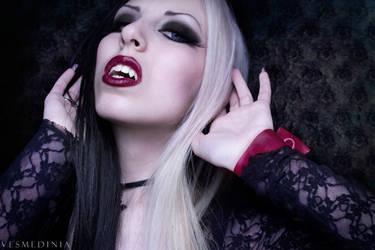 Vampire by Vesmedinia