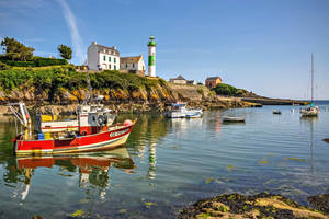 The red boat - France Bretagne ! by Laurent-Dubus