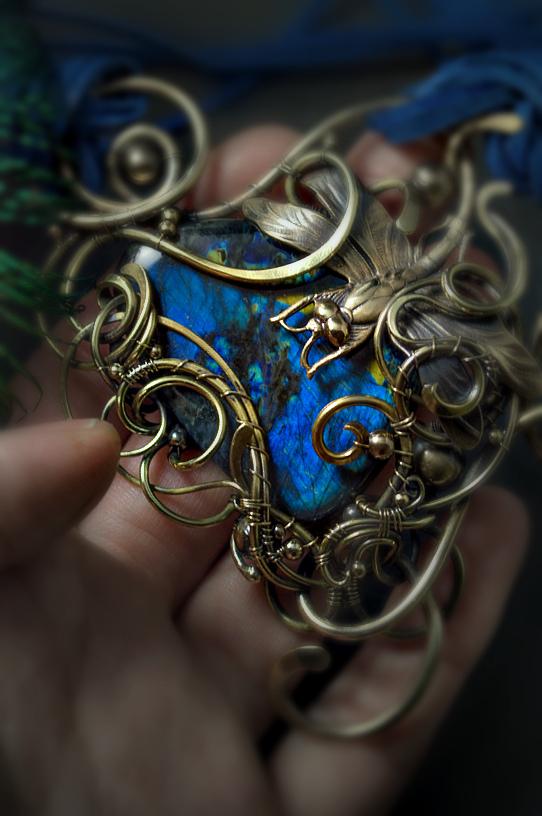 pendant wire wrap by DARiyaKUTEPOVA