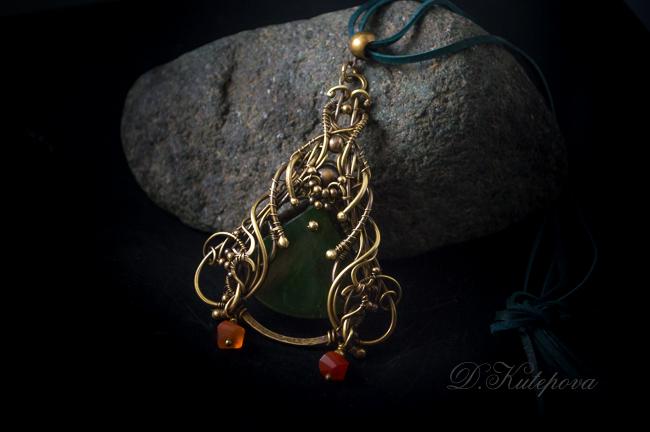 Pendant with jade and karnelianami by DARiyaKUTEPOVA