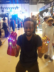 Games Con 2019 Both Infinity Gauntlets at once