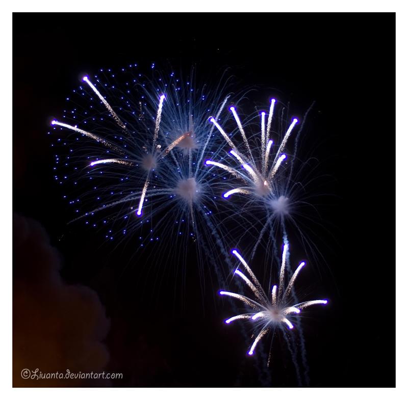 Plavo kao ... - Page 2 Fireworks_3_by_Liuanta