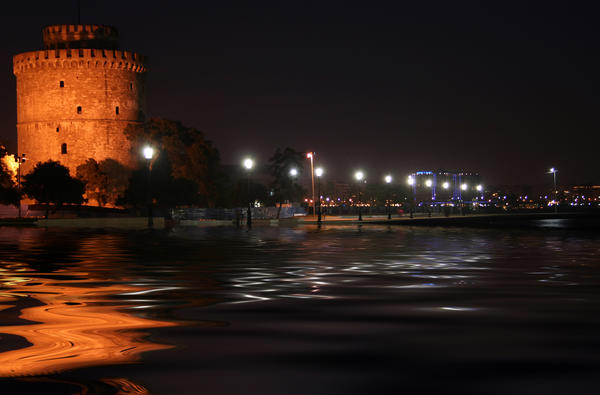 Thessaloniki by night by photofenia