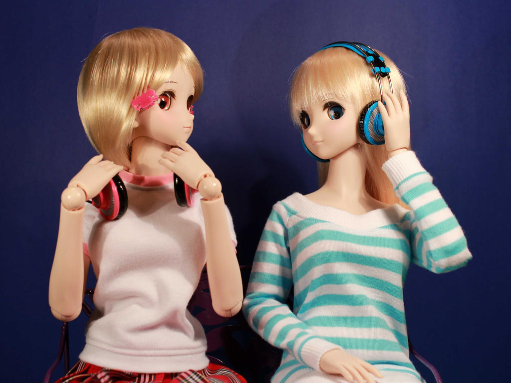Headphone Girls by AnimatorAR